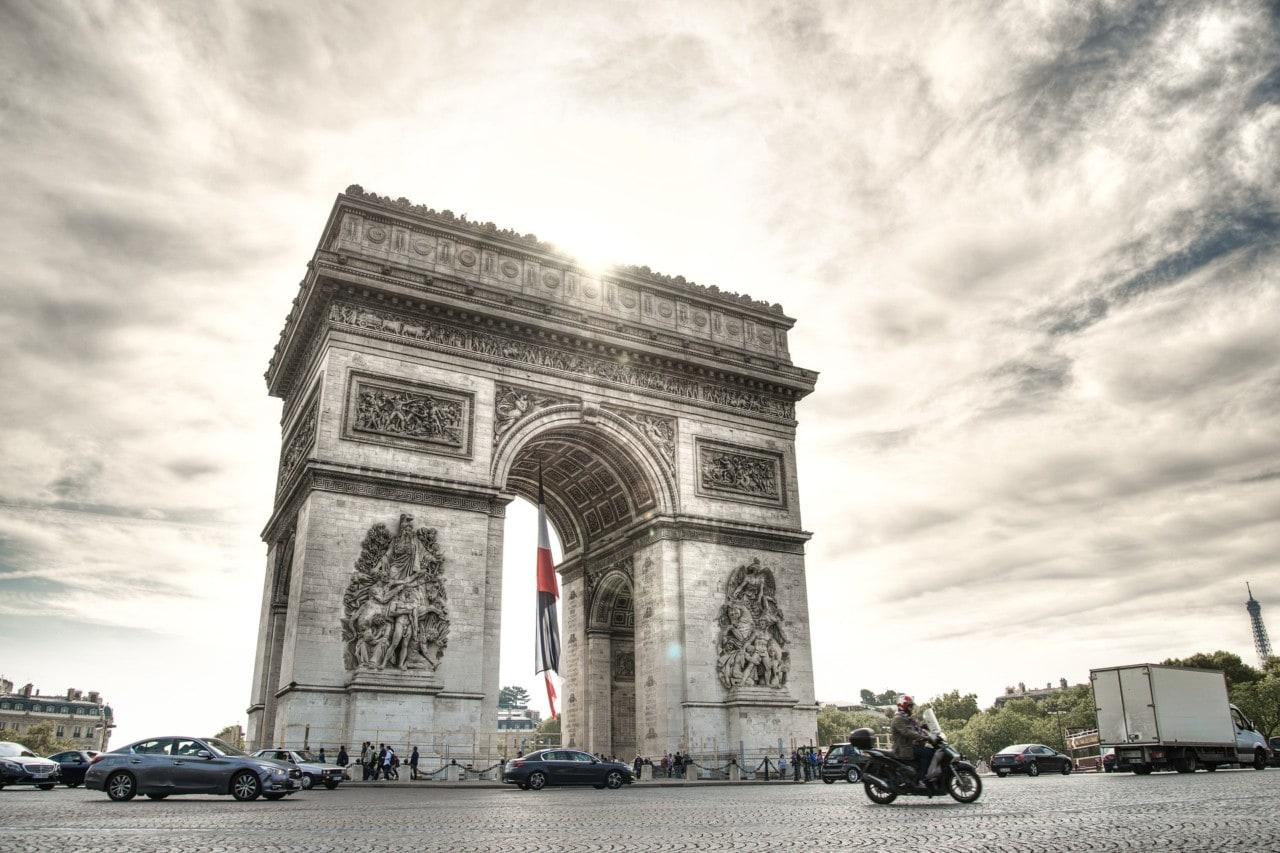 Bureau de change Champs Elysées : convertir ses devises
